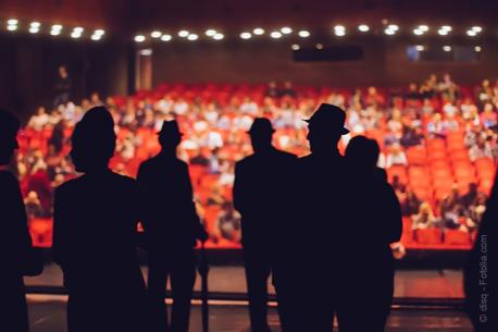 Ce que nous apportent la philosophie du théâtre et le jeu scénique dans la vie quotidienne.